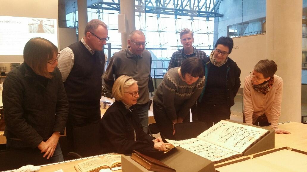 Christina Krüger Henningsen, connservator showing manuscripts