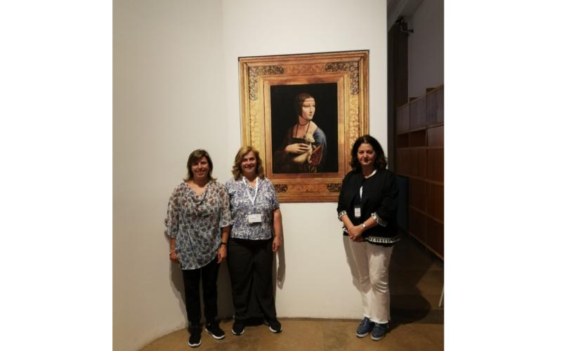Il direttivo italiano al Museo Nazionale di Cracovia davanti alla riproduzione della Dama con l'ermellino di Leonardo d Vinci