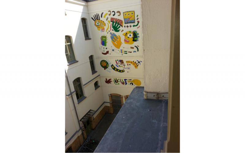 Image of decoratively painted exterior wall facing courtyard at the Hochschule in Leipzig