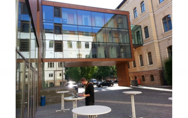 Image of courtyard outside IAML Leipzig congress auditorium.